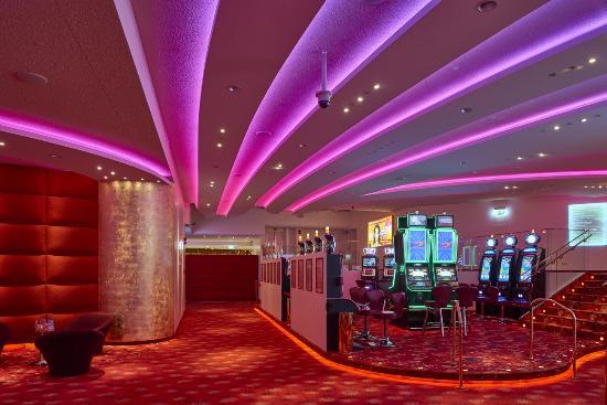 Casino 2000 Hotel: Espace Machines A Sous