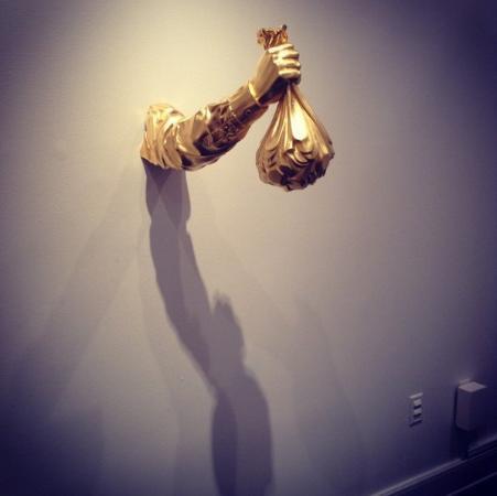 Bass Museum of Art: рабы денег