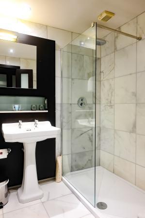 Ten Square: Bathroom 2