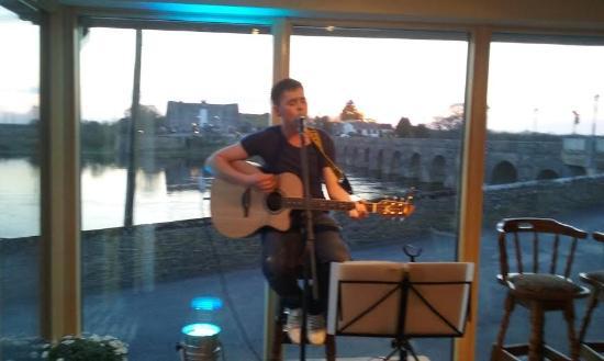 Shannonbridge, ไอร์แลนด์: Live music