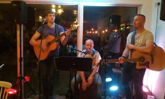 Shannonbridge, Ιρλανδία: Live bands every weekend