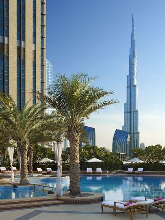 Shangri-La Hotel, Dubai: View From The Pool & ikandy ultralounge