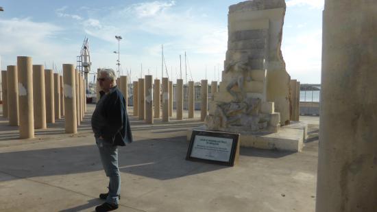 Monumento a Víctimas Almerienses de Mauthausen: Recuerdo a las victimas