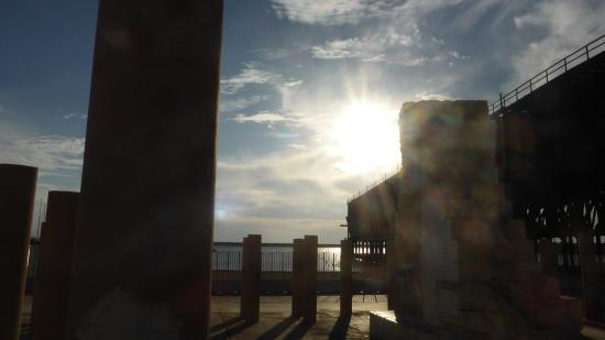 Monumento a Víctimas Almerienses de Mauthausen: al lado del mar