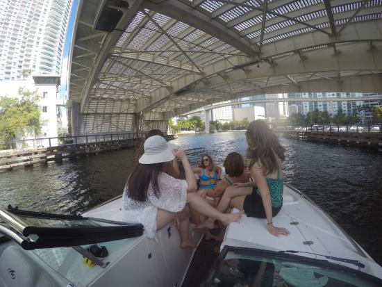 Key Biscayne, Φλόριντα: This was a fun day with friend the boat trip was great. I recommend it to everyone looking for a