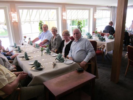 Ljungbyhed, Suecia: Några förväntansfulla och hungriga gäster.