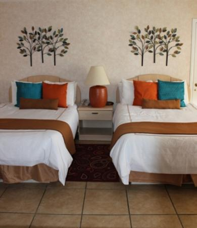 The Inn at Deep Canyon : Double beds