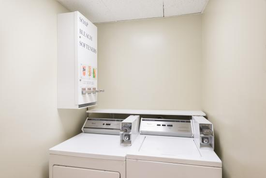 Super 8 Henrietta/Rochester Area : Laundry Room