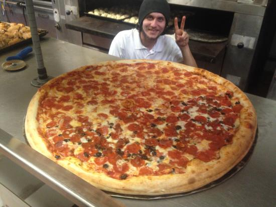 Anthony's Italian Restaurant: Biggest Pizza in town