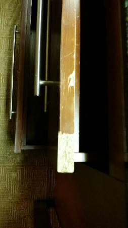 Hyatt Place Tempe/Phoenix Airport: Room was worn and dirty