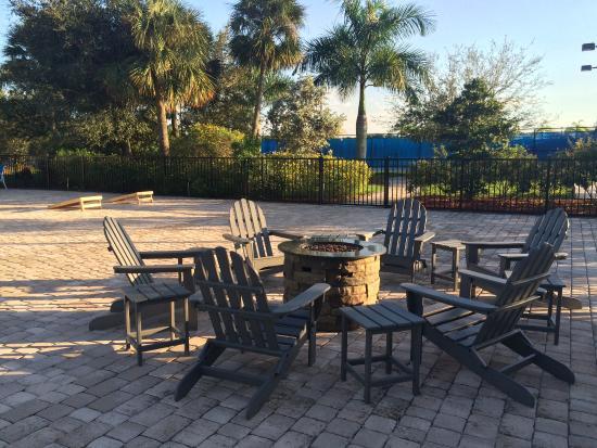 Silver Palms RV Resort: Campfires poolside