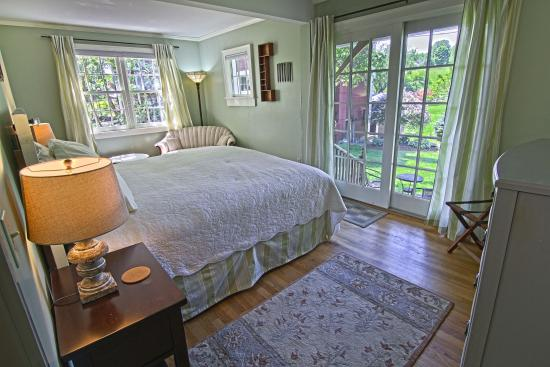 1824 House Inn: A view of the Caledonia room, our bridal suite.