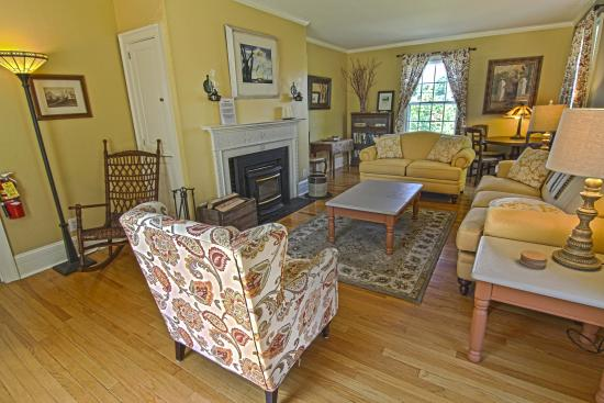 1824 House Inn: The front parlor is a perfect place to relax by the fire in the winter, on wedding weekends it o