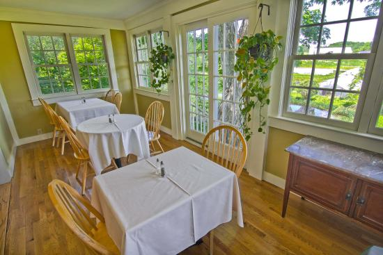 1824 House Inn: The added breakfast porch is a bright and beautiful place to enjoyr a tasty breakfast