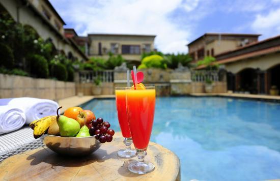 La Villa Vita Nelspruit : Pool Cocktails 02
