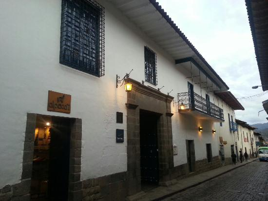 Novotel Cusco: Street outside