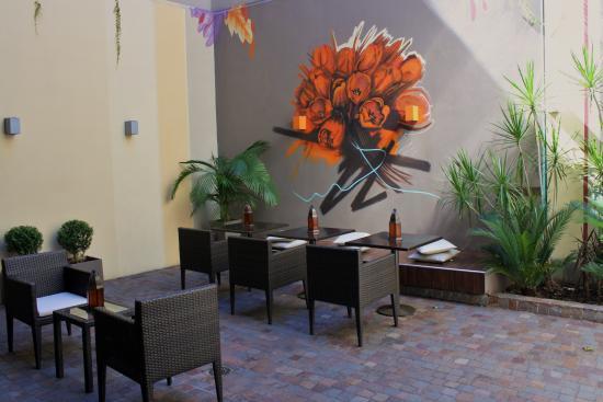 The Glu Hotel: Courtyard