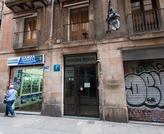 Hostal river hotel barcellona spagna prezzi 2018 e for Ostelli barcellona centro economici
