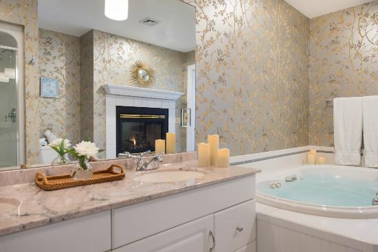 Stone Hill Inn: Luxury bathrooms