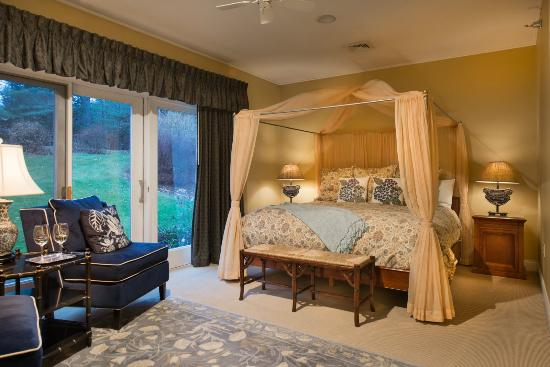 Stone Hill Inn: Catamount Room
