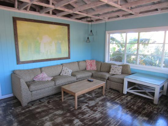 Aloha Surf Hostel: Living room