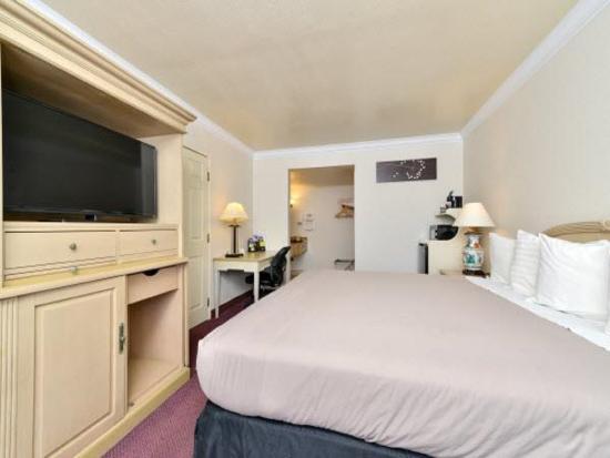 El Monte, CA: 1 King Bed