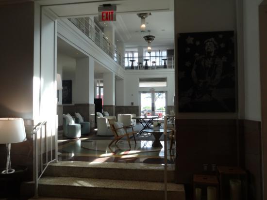 Hotel Victor: Hall