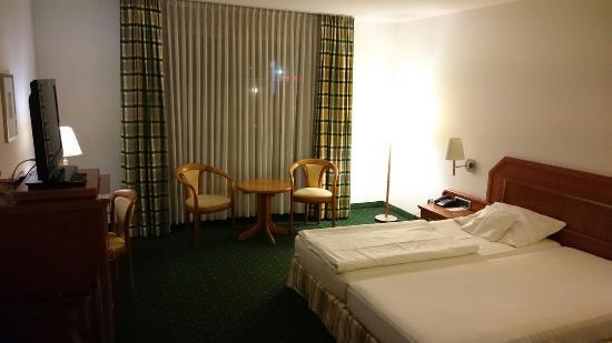 Maifeld Sport- und Tagungshotel: Großzügig geschnitten Zimmer