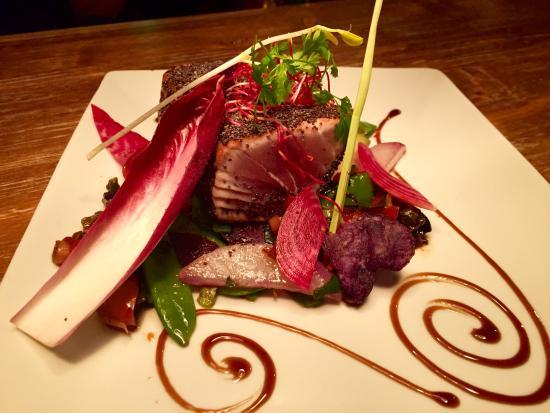 Thon Rouge Au Pavot Bleu Micuit Légumes Croquants Restaurant - Cuisiner du thon rouge