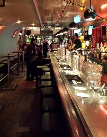The Tara Irish Pub: Superb Irish pub.