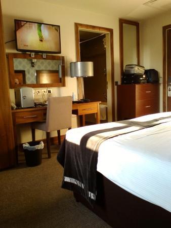 Treacys Hotel Waterford: Cosy room