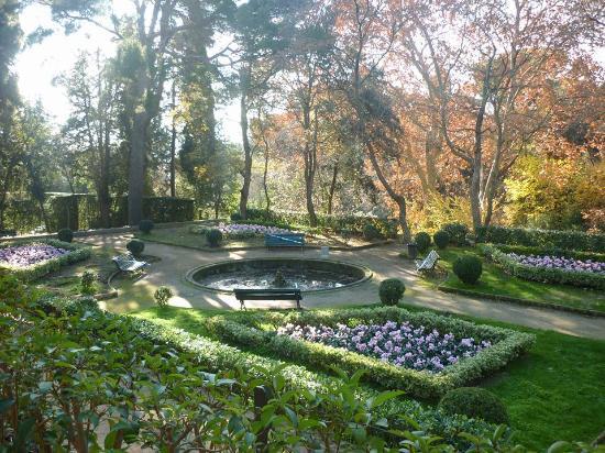 Parc del labyrinth d 39 horta jardin romantico picture of for Jardin laberinto