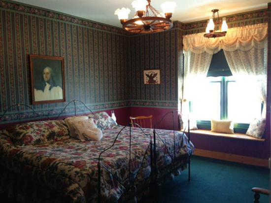 Linda Goodman's Miracle Inn: Sneak shot at another room!