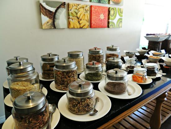 BodyHoliday Saint Lucia: Amazing oatmeal toppings bar.
