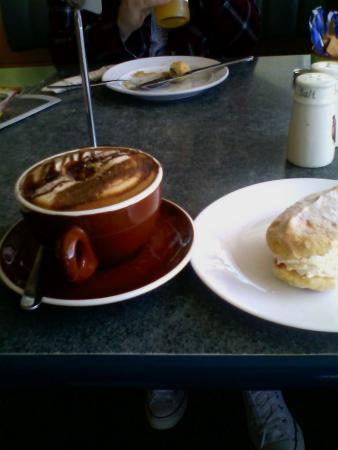 Pokeno, New Zealand: Good coffee and real cream sponge drop