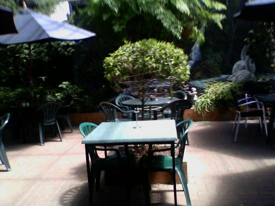 courtyard at Pokeno Country Cafe