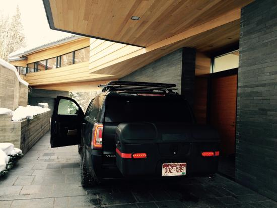Montrose, CO: Black Bear Luxury Transportation