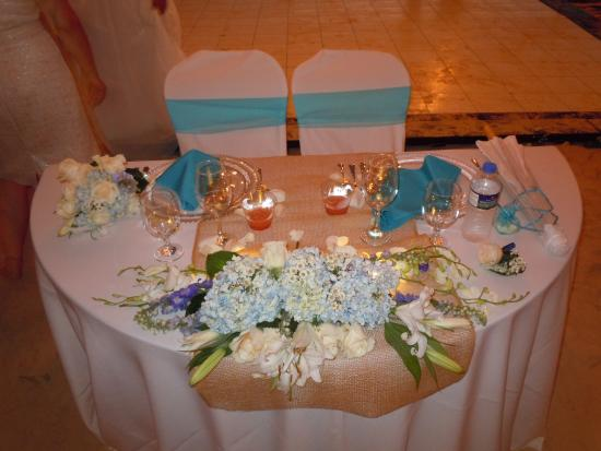 The Homeless Dog Cafe: Table Setting For Bride And Groom On Flamenco Beach