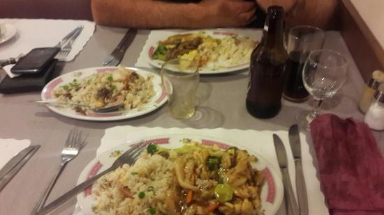 เกลนอร์ชี, ออสเตรเลีย: Best chili chicken and beef curry ,we had a side of special fried rice which was also very delic