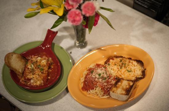 Galax, فيرجينيا: Lasagna & Chicken Parmesan