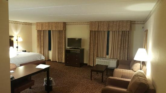 great and spacious king suite with a jetted tub picture of hampton rh tripadvisor com