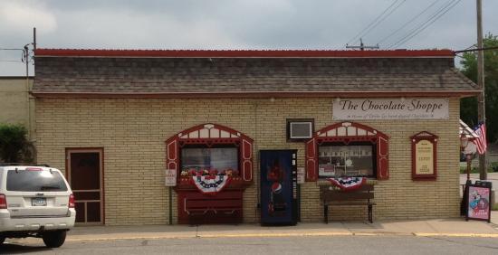 Mantorville, MN: Outside of store
