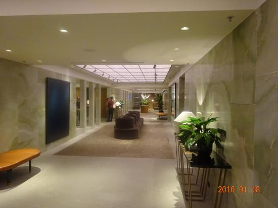 The Pier - Cathay Pacific Lounge