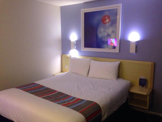 Travelodge Huntingdon Fenstanton: Nice clean room with very comfy bed