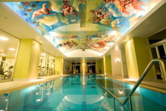 Okinawa Spa Resort EXES: 室内プール ご宿泊のお客様は無料でご利用いただけます