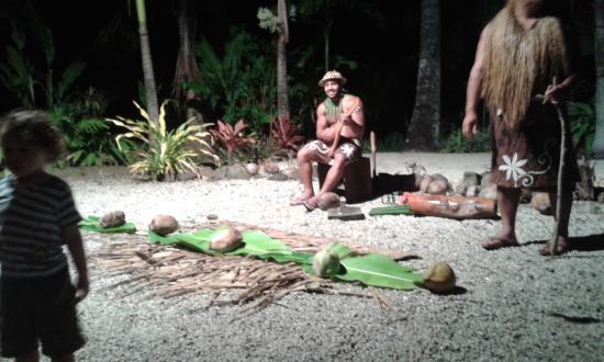 Мури, Острова Кука: Coconut Breaking etc..