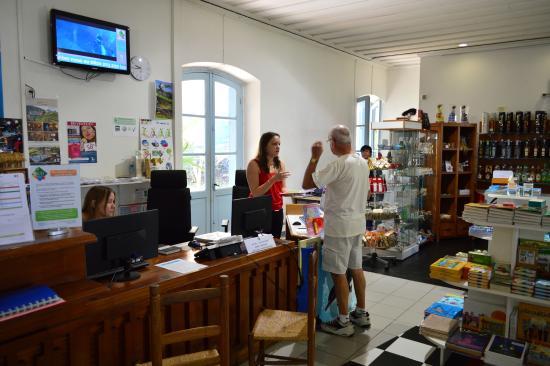 Office de tourisme de l 39 etang sal l 39 etang saleoffice de tourisme de l 39 etang sal tripadvisor - Office de tourisme islande ...