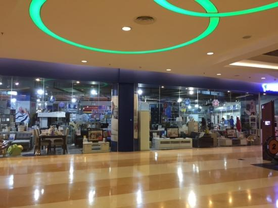 lobby mall terlihat kosong dan sepi picture of kuningan city rh tripadvisor co za