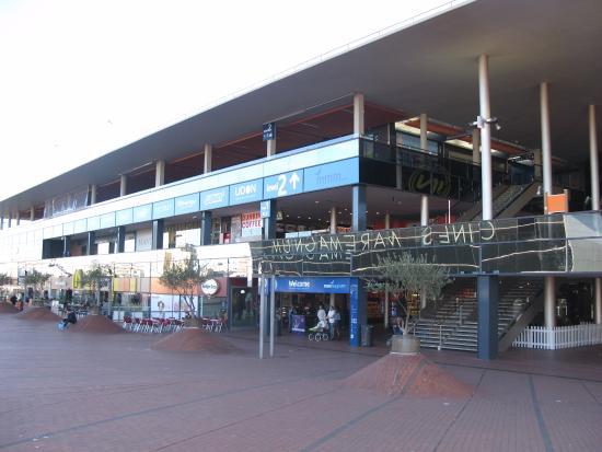 Rambla del Mar : Le centre commercial