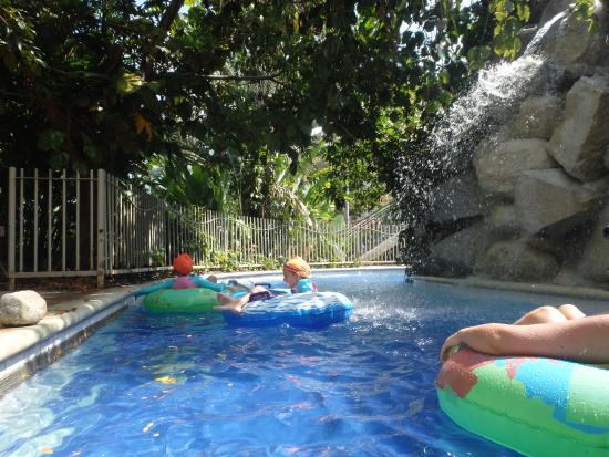 Foto de parque los tamarindos medell n naturaleza y for Presupuesto para construir una piscina en colombia